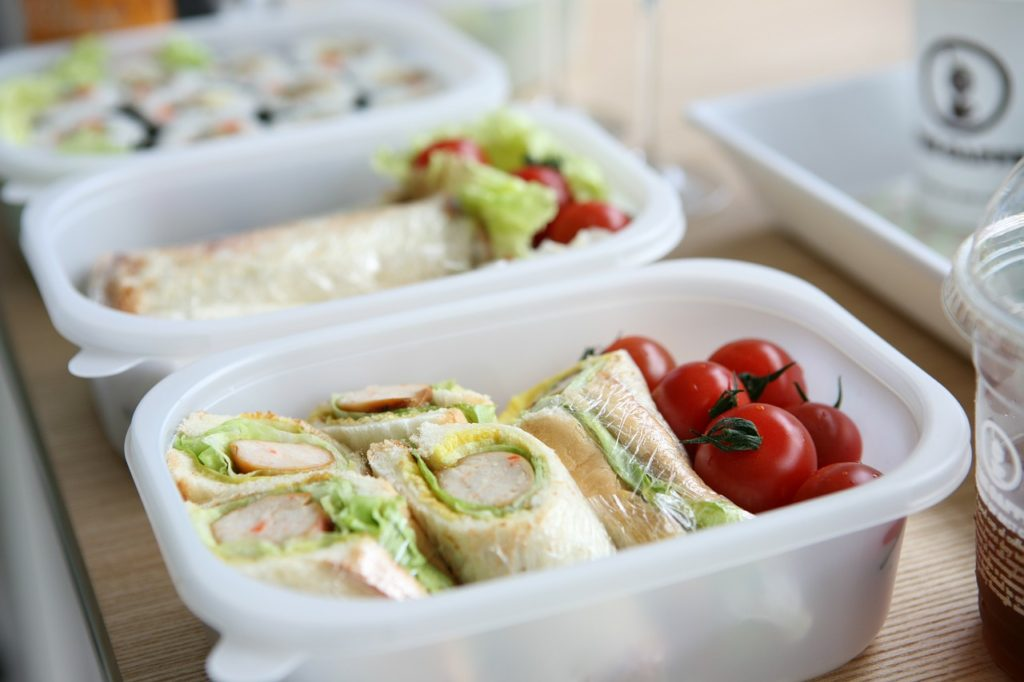 take lunch to work as ways to save money